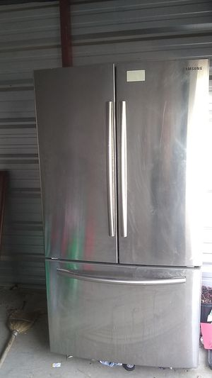 Samsung Smart Stainless Steel Refrigerator for Sale in Morgan Hill, CA