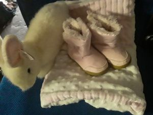 ***PRECIOUS!!***GIRLS SZ 4 PINK BOOTS, SOFT BABY BLANKET & LG.TY BUNNY for Sale in Plant City, FL