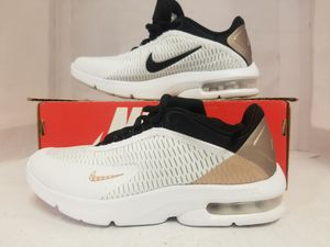 women's nike air max advantage 3 size 11 for Sale in Fort Myers, FL