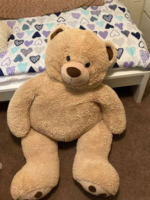 Big teddy bear. Super soft and fun to sit/lay on. Barley used. Used as a display item. for Sale in Tigard, OR
