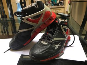 Reebok Omni pump hexride Genuine. Almost perfect condition. Has a pump to make it feel more snug. Size 7 1/2 men. for Sale in Los Angeles, CA