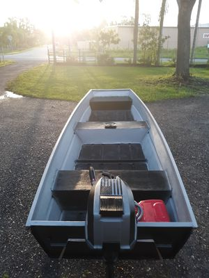 14 ft aluminum Sears boat ,5hp gamefisher , 45 lb minn kota trolling motor for Sale in Dover, FL