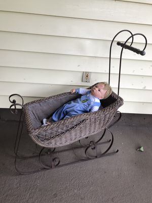 Antique Sleigh Bassinet for Sale in Milwaukie, OR