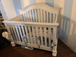 Baby crib and changing table for Sale in Colton, CA