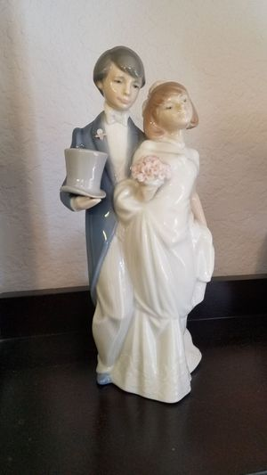 Lladro Bride and Groom Figurine with glazed finish for Sale in Chula Vista, CA