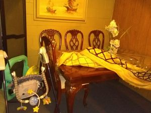 6 piece dining table for Sale in Goochland, VA