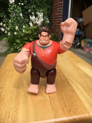 "Disney Wreck It Ralph Fist Pounding 6.5"" Tall Thinkway Toys Action Figure for Sale in Dayton, OH"
