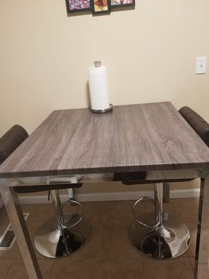 Breakfast table with 2 bar stools for Sale in San Jose, CA