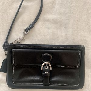 COACH Skinny Wristlet for Sale in Los Angeles, CA