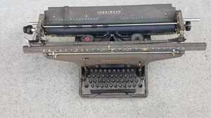 TYPEWRITER MACHINE OLDER 1940'S for Sale in Lawrenceville, GA