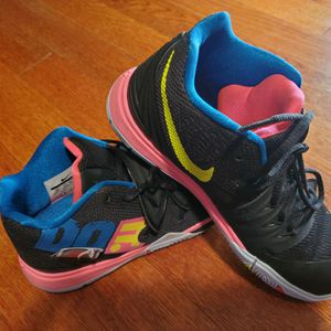 Girls NIKE Basketball Shoes Size 2 for Sale in Powder Springs, GA