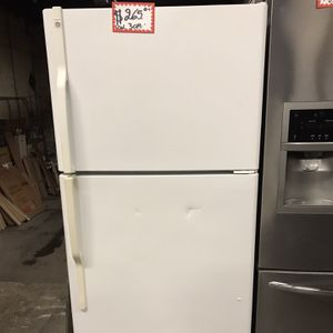 GE TOP FREEZER FRIDGE IN EXCELLENT CONDITION 4 MONTHS WARRANTY for Sale in Laurel, MD