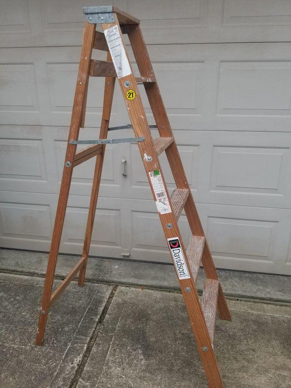 Wooden 6 ft ladder