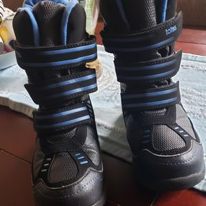 Big Kids Size 1 Snow Boots. Good Condition. $30 for Sale in Las Vegas, NV