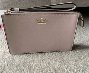 BRAND NEW KATE SPADE CAMERON STREET WRISLET CLUTCH for Sale in Irving, TX