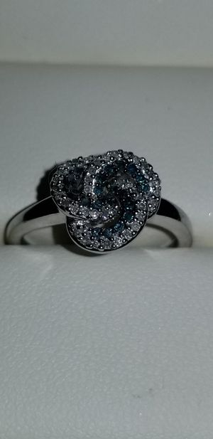 🎁Stunning Shane Co. 10K white gold blue and white diamond ring size 8.25🎁 for Sale in Lake Stevens, WA
