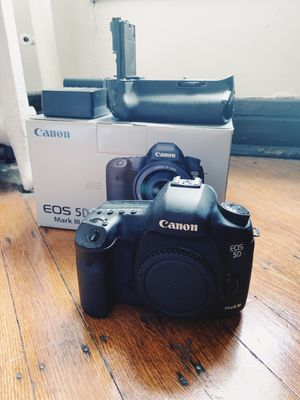 Canon 5dmkiii for Sale in Indianapolis, IN
