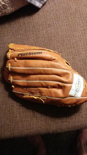 Classic righthanders large baseball glove for Sale in Wheat Ridge, CO