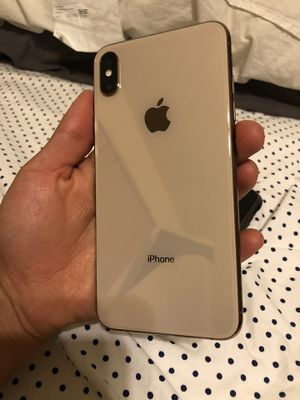 IPhone XS Max gold 512gb unlocked for Sale in Long Beach, CA