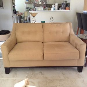 Like NEW Microfiber Plush Loveseat in Excellent condition! Kept covered since purchase date. Matching swivel chair also available! for Sale in Pembroke Pines, FL
