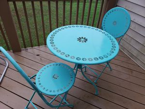 cute table with 2chairs! for Sale in Lynchburg, VA