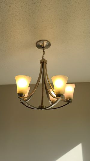 5 light chandelier for Sale in Columbus, OH
