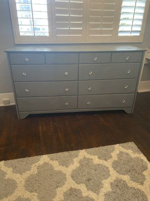 Grey solid wood dresser for Sale in Santa Ana, CA