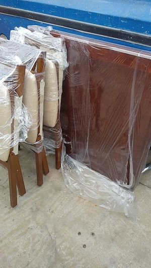 Dining room or kitchen table set for Sale in Industry, CA