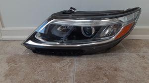 2014 2015 Kia Sorrento w/ALC LX Left headlight for Sale in Dallas, TX