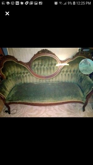 Antique Victorian couches n king chair set for Sale in Tucson, AZ