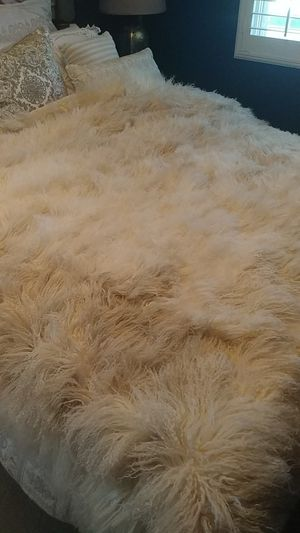 Bed Blanket ,Wool Flokati. Throw, Fuzzy Bed Cover. for Sale in Las Vegas, NV