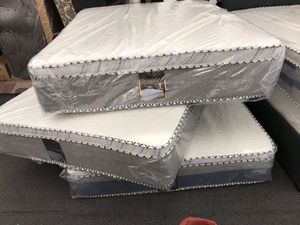 Queen mattress with boxspring for Sale in Pomona, CA