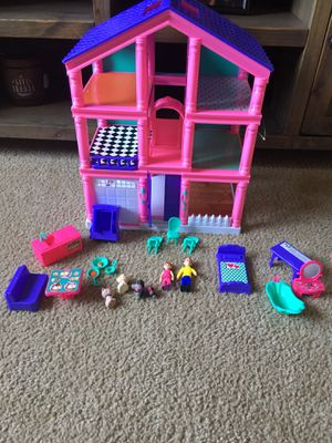 $7 for house and accessories shown in pictures for Sale in Corona, CA