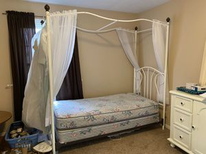 Twin metal bed -White for Sale in Obetz, OH
