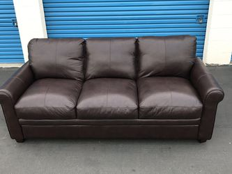 Sofa Chocolate 🍫 3 Person Couch 🛋 Free Drop Off Really Nice 👍 for Sale in Westminster,  CA