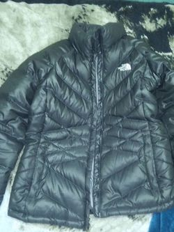 WOMANS LARGE NORTH FACE JACKET COAT BLACK for Sale in Elk Grove Village,  IL