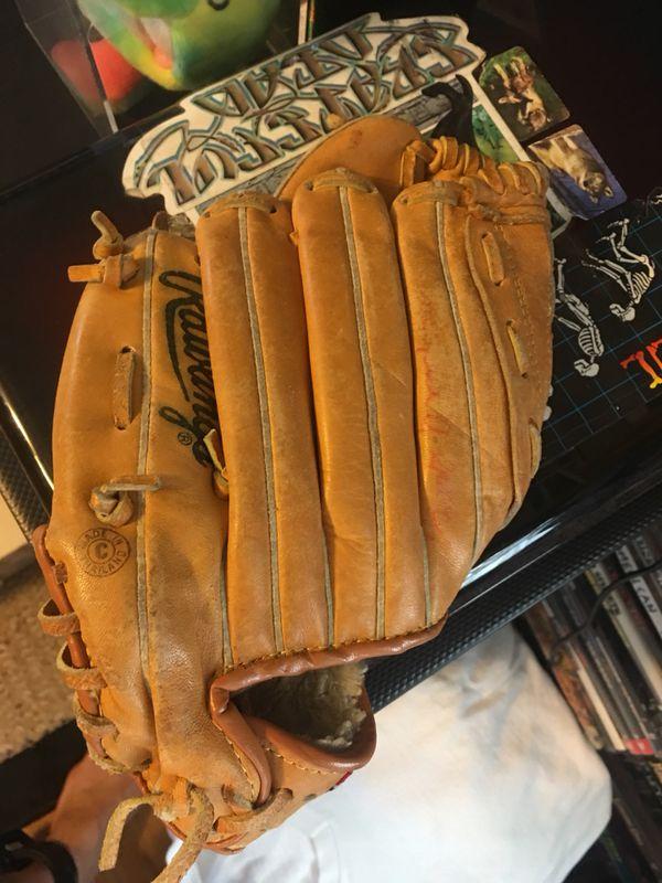 Rawlings kids Cal Ripken Jr for aright handed 90s Baseball glove