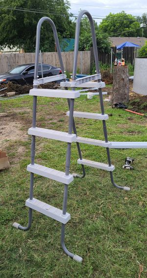 Above ground pool ladder for Sale in Grand Prairie, TX