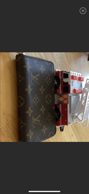 authentic LV medium wallet for Sale in Annandale, VA