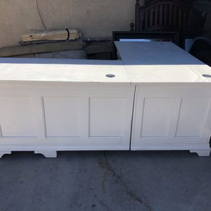 2 Piece L Shape Desk In Good Condition for Sale in Las Vegas, NV