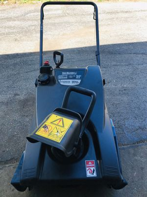 """Yard machines snowblower start at first pull 21"""" excellent condition 4 cycle for Sale in Westmont, IL"""