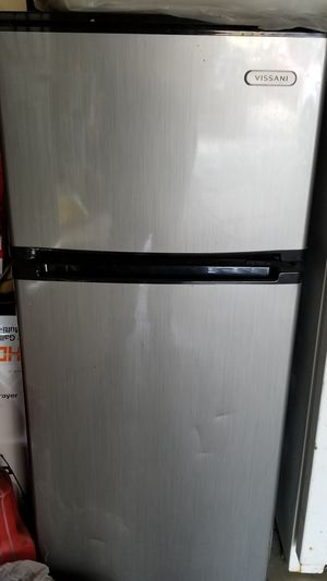 Vissani mini fridge with separated freezer for Sale in Cottonwood Heights, UT