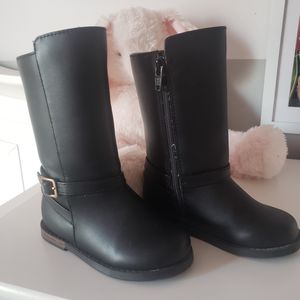Toddler girl boots size 8 for Sale in Aurora, IL