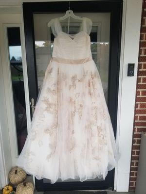 Oleg Cassini Wedding Dress for Sale in NEW KENSINGTN, PA