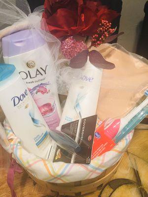 Cuidado personal (canastas) (cosmetiqueras Sephora,shampoo ,conditioner,,toothbrush,,Mascara (black),body was)$12 cada una for Sale in Irving, TX