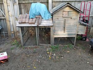 Chicken coop for Sale in St. Louis, MO