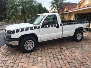 Chevy Silverado 2005 4x4 truck for Sale in North Miami Beach, FL