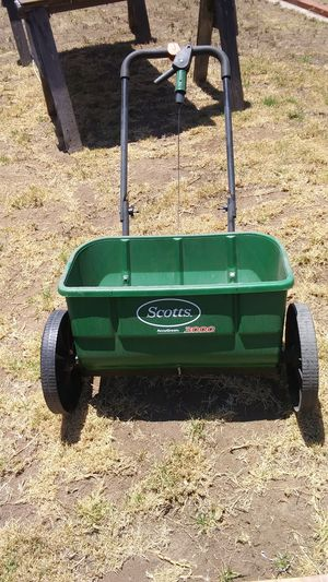 Scotts 3000 X-LARGE lawn spreader for Sale in San Diego, CA