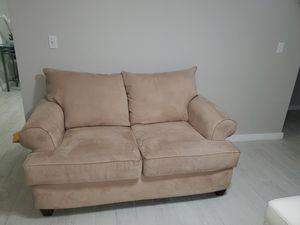 Loveseat EXCELLENT condition for Sale in Miami, FL
