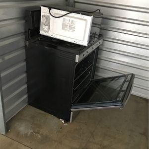 Gas Stove and Microwave for Sale in Bakersfield, CA
